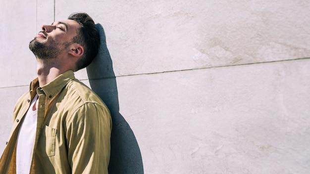 Homem, relaxado, sol Foto gratuita