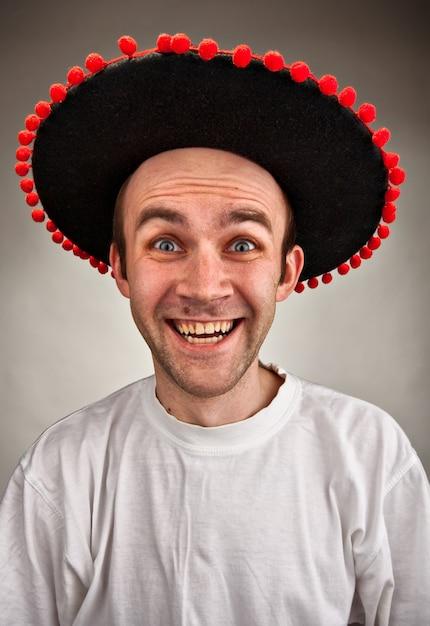 Homem rindo com chapéu sombrero Foto Premium
