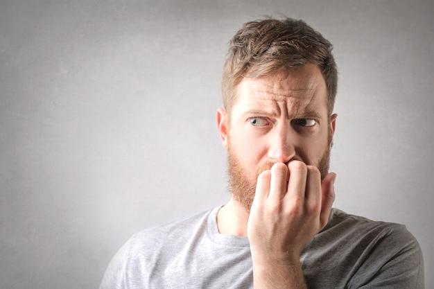 Homem ruivo com medo Foto Premium