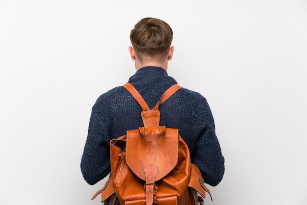 Homem ruivo com mochila Foto Premium