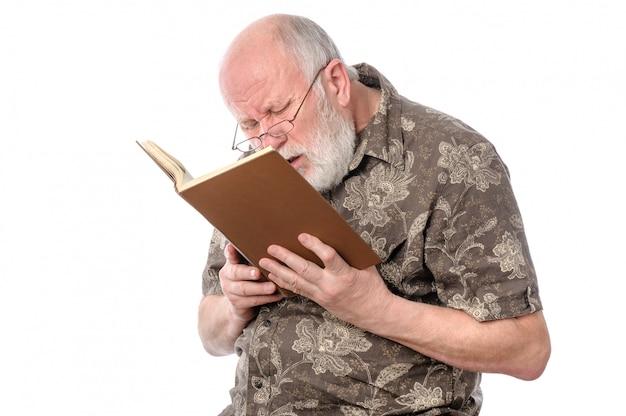 Homem sênior, com, óculos, lendo um livro Foto Premium