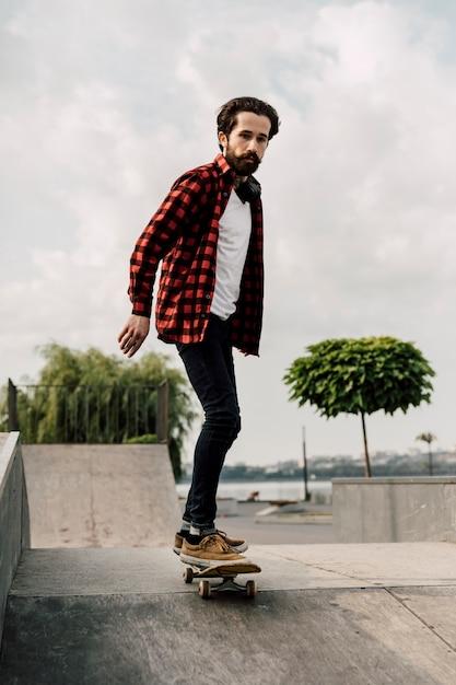 Homem, skateboard, patim, parque Foto gratuita