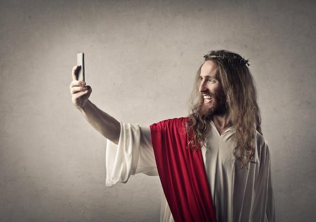 Homem, vestido, como, jesus, levando, um, selfie Foto Premium