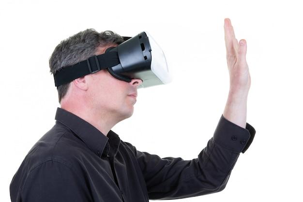 Homem vestindo óculos realidade virtual mundo vr conceito tecnologia Foto Premium
