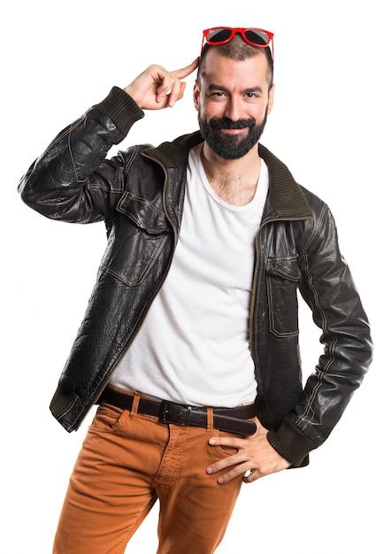 Homem vestindo uma jaqueta de couro Foto gratuita