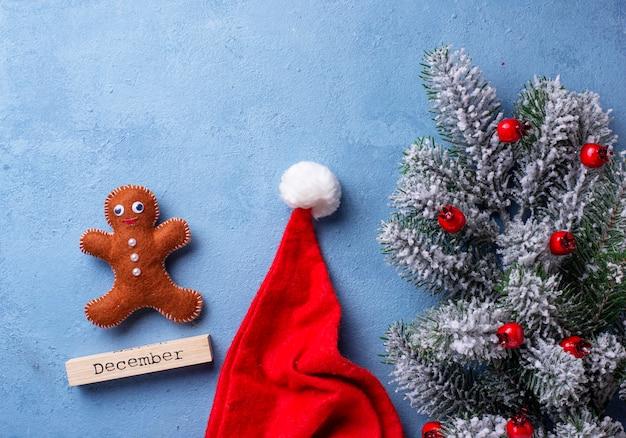 Homens de gengibre de natal feitos de feltro Foto Premium
