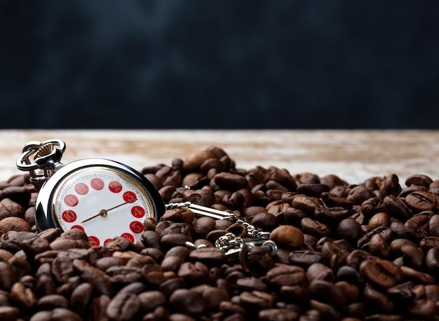 Hora do café com fundo azul Foto Premium