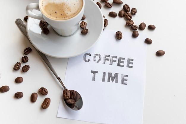 Hora do café escrita em um papel Foto gratuita