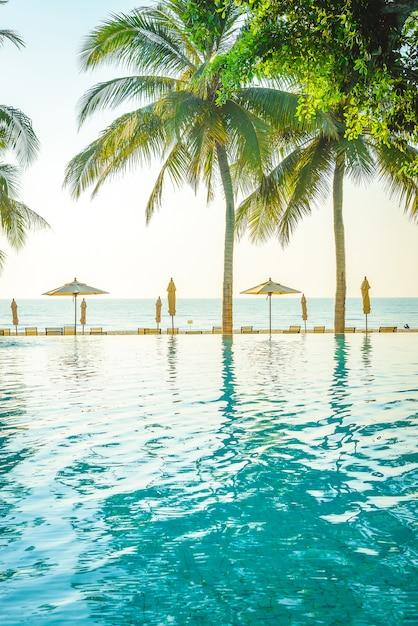 Hotel resort piscina Foto gratuita