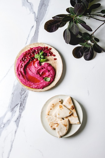 Hummus de beterraba com nozes Foto Premium