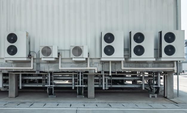 Hvac (aquecimento, ventilação e ar condicionado) girando as pás do ventilador de ventilação industrial Foto Premium