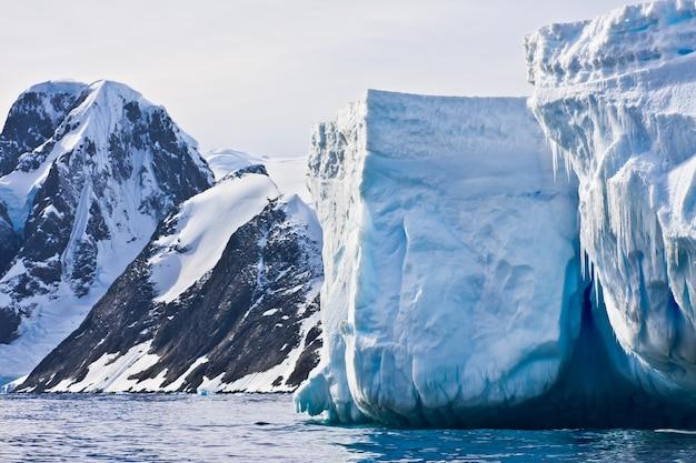 Iceberg antártico Foto Premium
