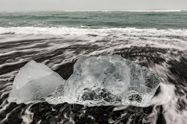 Iceberg diamond beach islândia Foto Premium