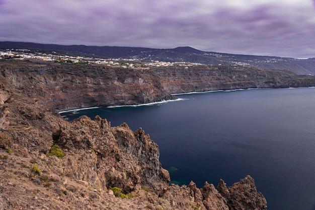 Icod, de, los vinos, penhasco, paisagem, vulcânico, rochas, litoral, tenerife, ilhas canárias, espanha Foto Premium