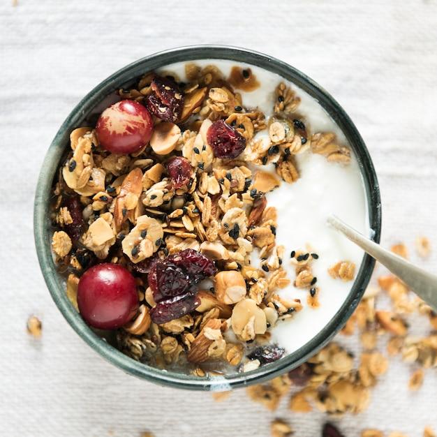 Idéia de receita de fotografia de comida granola saudável Foto gratuita