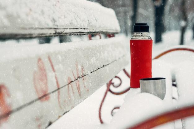 Idéias de data de inverno para casais. férias de inverno, conceito de bebidas quentes Foto Premium