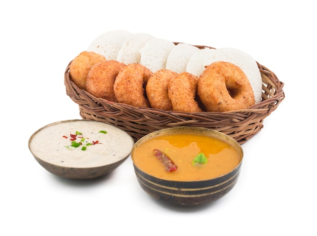 Idli vada comida do sul da índia Foto Premium