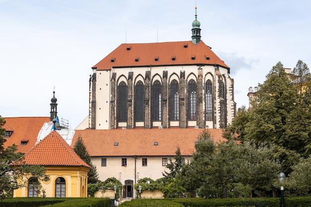 Igreja de nossa senhora das neves em praga, república checa. Foto Premium