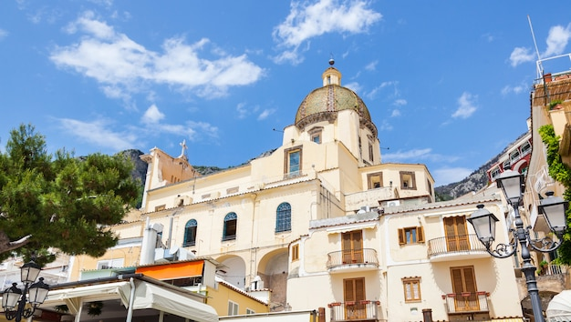 Igreja de santa maria assunta em positano Foto Premium