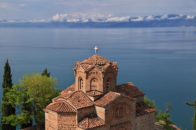Igreja na cidade de orquídea, macedônia Foto Premium
