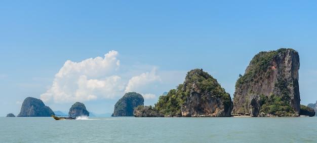 Ilha de james bond ou koh tapu na baía de phang nga, tailândia Foto Premium