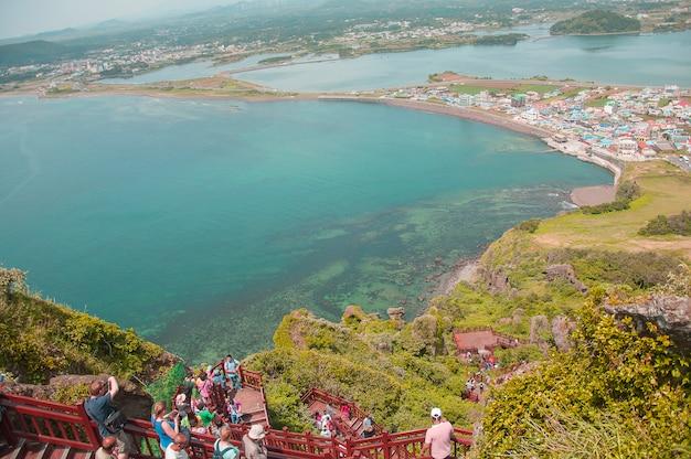 Ilha de jeju, coreia - 12 de outubro: songsan ilchulbong em jeju do, coréia do sul - 12 de outubro de 2014. Foto gratuita