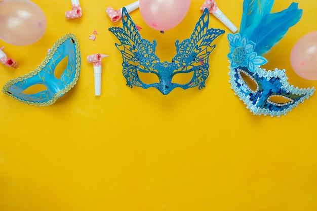 Imagem aérea plana leigos de sinal do conceito de fundo festival de carnaval. Foto Premium