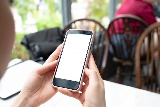 Imagem da maquete da mão segurando o telefone móvel branco em branco Foto Premium
