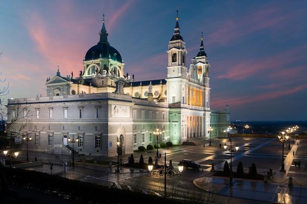 Imagem, de, madrid, skyline, com, santa maria, la, real, de, la, almudena, catedral Foto Premium