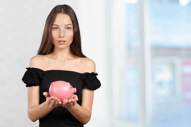 Imagem de mulher adorável com mealheiro Foto Premium