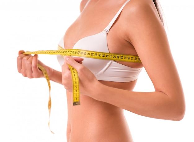 Imagem recortada de linda garota magro em lingerie branca. Foto Premium