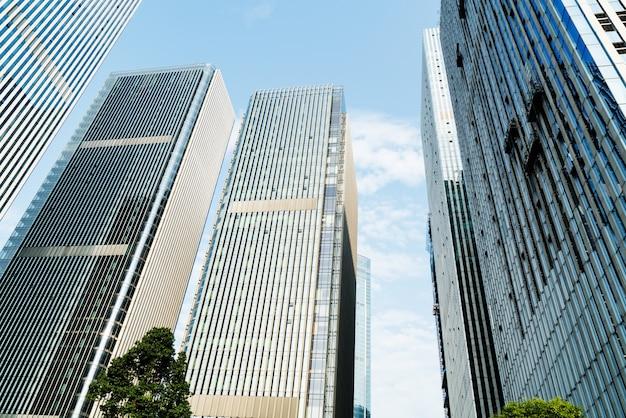 Imagem tonificada de prédios de escritórios modernos em chongqing, china Foto Premium