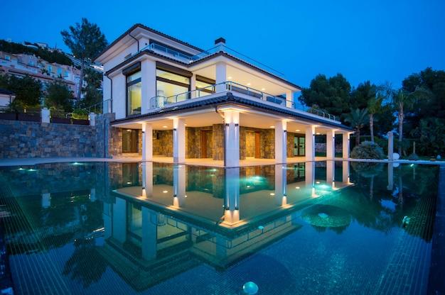 Imobiliário espanhol da beira-mar mediterrâneo Foto Premium