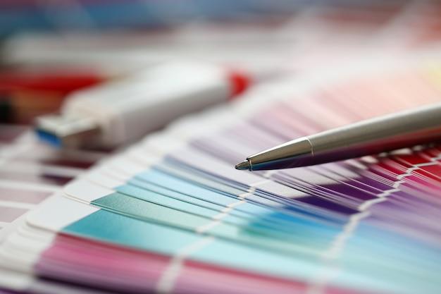 Impressão a cores do pantone statistics offset Foto Premium