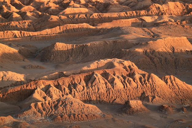 Impressionantes, formações rocha, em, a, lua, vale, ou, el vale la la, luna, deserto atacama, san pedro, atacama, norte, chile Foto Premium