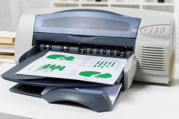 Impressora no escritório Foto Premium