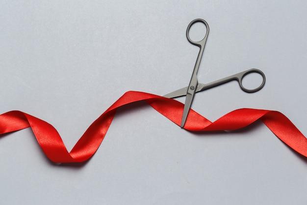 Inauguração, ilustrado, com, tesouras, e, um, fita vermelha, ligado, um, cinzento Foto Premium