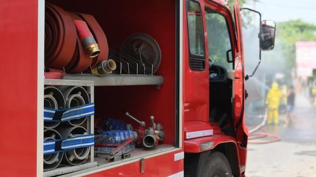 Incidente real do caminhão do sapador-bombeiro em tailândia. Foto Premium
