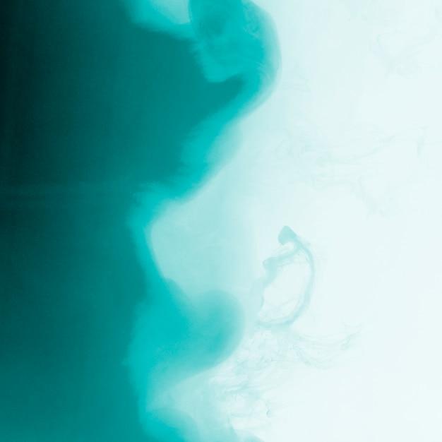 Incrível nuvem azul de neblina Foto gratuita