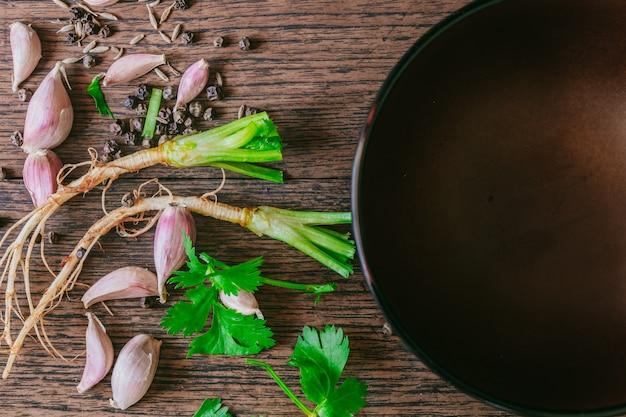 Ingrediente de erva comida tailandesa com copyspace, vista superior Foto Premium