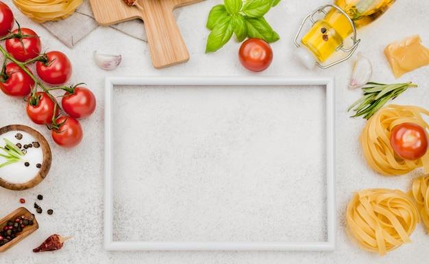 Ingredientes de comida italiana com moldura Foto gratuita