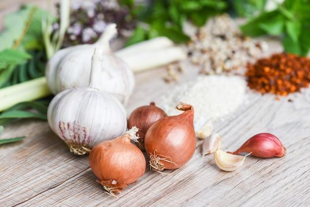 Ingredientes de ervas e especiarias Foto Premium
