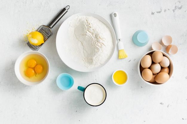 Ingredientes de panificação para cozinhar bolos Foto Premium