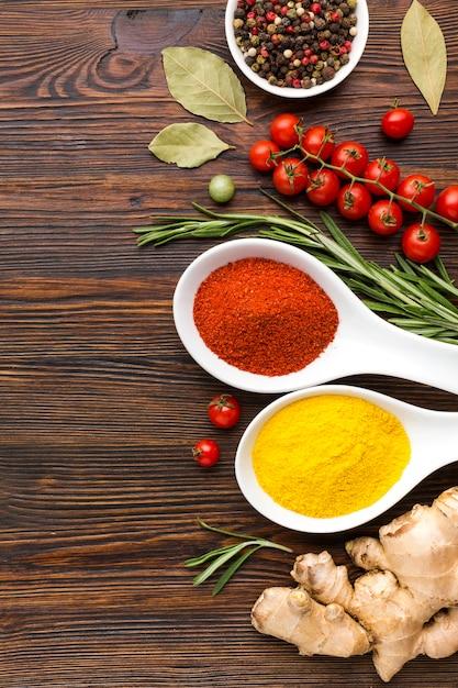 Ingredientes e especiarias para cozinhar Foto gratuita