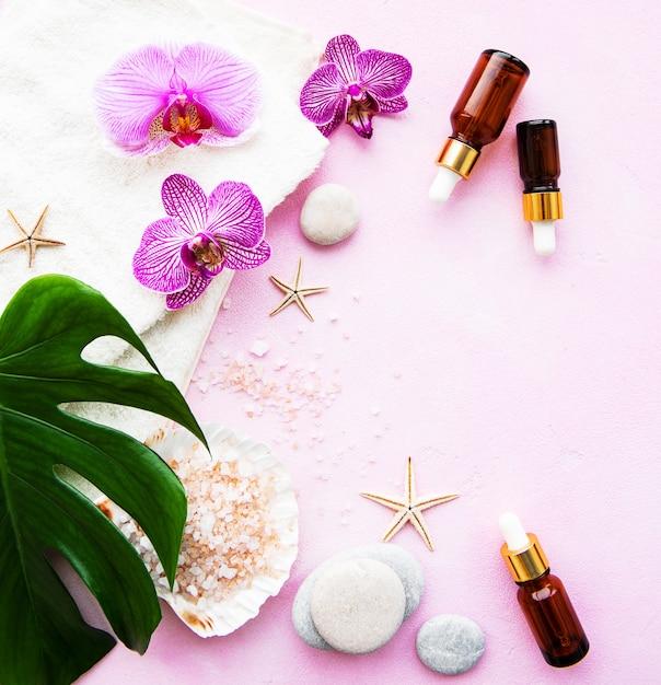 Ingredientes naturais spa com flores da orquídea Foto Premium