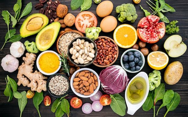 Ingredientes para a seleção de alimentos saudáveis. Foto Premium