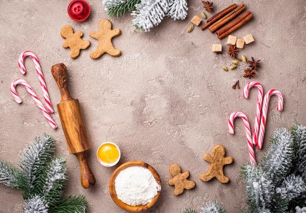 Ingredientes para assar biscoitos de natal, redondo fundo de quadro Foto Premium