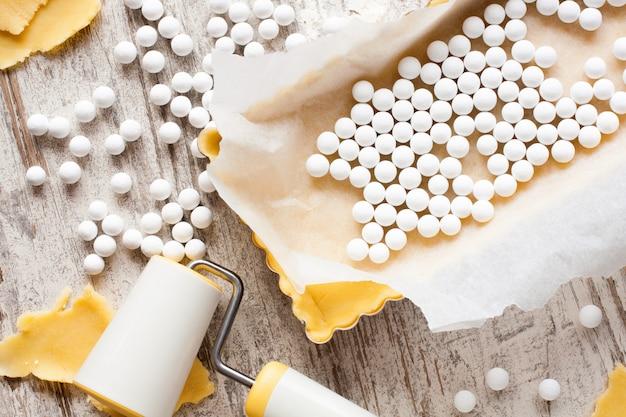 Ingredientes para o fundo de massa para quiche, torta. Foto Premium