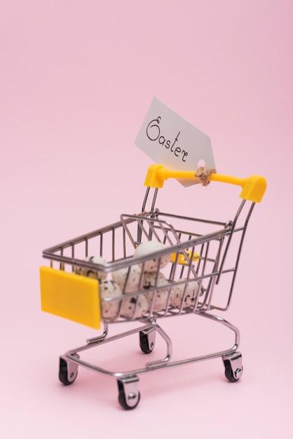 Inscrição de páscoa com ovos no carrinho de supermercado Foto gratuita