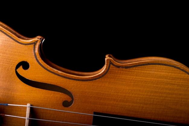 Instrumento musical de violino de orquestra isolado no preto Foto Premium